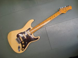 Kawai Electric Guitar AS-30 1960s 2 x single coil pickups.Professionally set up and ready to play.