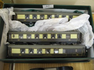 Lot 62 - 3 x Hornby Pullman coaches - Sold for £70