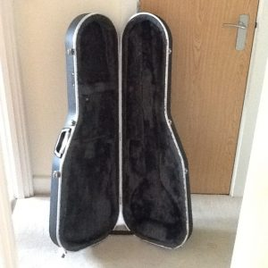Hiscox Liteflite guitar case. Soft lining. Lockable and comes with the key
