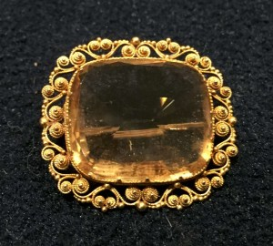 Citrine and gold brooch. Estimate £180-£220