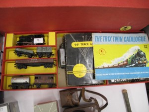 Lot 76 - TRIX 00 Gauge Train Set, Layouts and Catalogue - Sold for £28