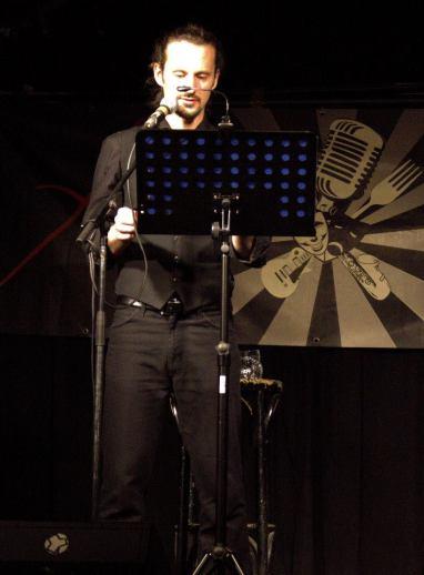 Es kann nur einen Milchmann geben: wunderbar gespielt von Philipp Bernhard — mit Philipp Bernhard hier: Aera.