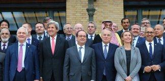 Der Pariser Friedensgipfel aus Sicht eines Arabers. Foto Twitter / Harlem Désir