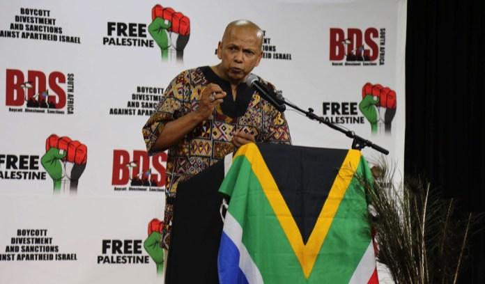 Farid Esack, der Vorsitzende von BDS Südafrika begrüsst am 6. Februar 2015