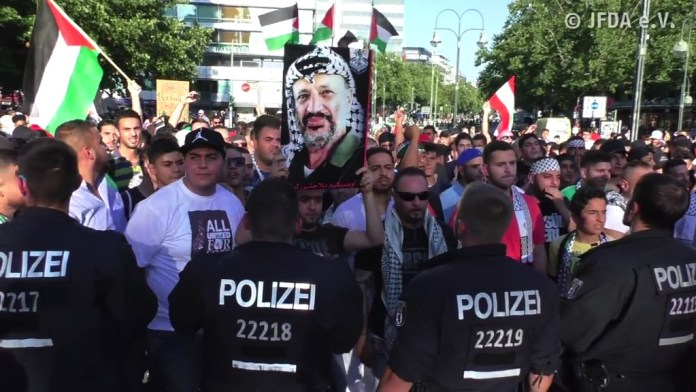 Anti-Israel Kundgebung in Berlin. Foto Screenshot Youtube