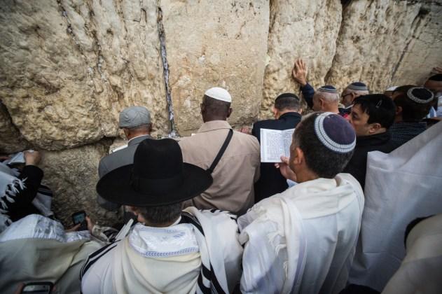 Tausende zum Feiertags-Segen an der Klagemauer in Jerusalem. Foto Kobi Richter/TPS