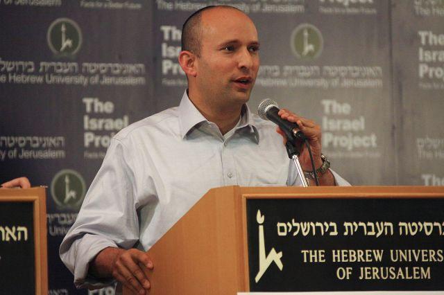 Naftali Bennett, Major der IDF (Reserve) ist israelischer Bildungsminister und Mitglied des Sicherheitskabinetts. Foto The Israel Project - HUJI Election Debate, CC BY-SA 2.0, Wikimedia Commons.