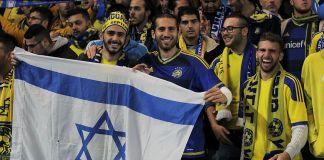 Maccabi Tel-Aviv Fans vor dem Champions League Spiel gegen Chelsea. Foto joshjdss - Chelsea Vs Maccabi Tel-Aviv, CC BY 2.0, https://commons.wikimedia.org/w/index.php?curid=45453537