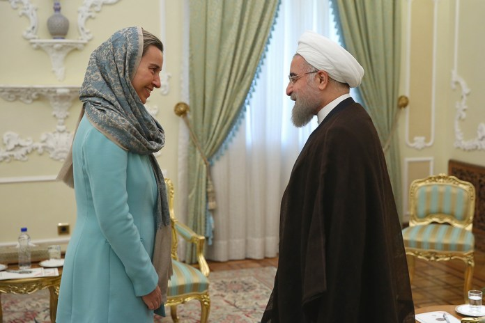 Der iranische Präsident Hassan Rohani begrüsste die EU-Aussenbeauftragte Federica Mogherini in Teheran am 29. Oktober 2016. Foto Rohani Presidential Office / federicamogherini.net