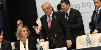 Von links nach rechts: Federica Mogherini, Hohe Vertreterin der Union für Außen- und Sicherheitspolitik / Vizepräsidentin der Kommission, Jean-Claude Juncker, Präsident der Europäischen Kommission, Martin Selmayr, Kabinettschef von Juncker. Foto EU2018BG Bulgarian Presidency - Joint plenary session, CC BY 2.0, https://commons.wikimedia.org/w/index.php?curid=67554885
