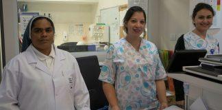 Mitarbeiterinnen vom St. Joseph Hospital im Stadtteil Sheikh Jarrah in Ost-Jerusalem. Foto Mara Vigevani/TPS