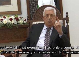 """Am 23. Juli 2018, bei einer Zeremonie zur Ehrung palästinensischer Terroristen, sagte der Präsident der Palästinensischen Autonomiebehörde, Mahmoud Abbas: """"Wir werden die Zulagen der Familien der Märtyrer, Gefangenen und entlassenen Gefangenen weder kürzen noch zurückhalten.... wenn wir nur noch einen einzigen Cent übrig hätten, würden wir ihn für die Familien der Märtyrer und der Gefangenen ausgeben."""" Foto Screenshot / MEMRI"""