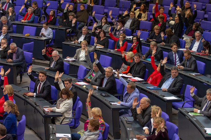 Symbolbild. Abstimmung im Plenum des Deutschen Bundesatges am 11. April 2019 in Berlin. Foto Olaf Kosinsky, CC BY-SA 3.0 de, https://commons.wikimedia.org/w/index.php?curid=78177001