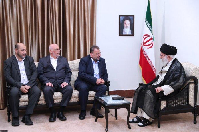 Eine hochrangige Hamas-Delegation unter der Leitung des Militärführers Saleh Arouri besuchte den Iran und traf sich am 22. Juli mit dem Obersten Führer Ayatollah Ali Khamenei. Foto khamenei.ir