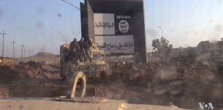 IS Schild in Ost-Mosul. Foto Voice of America / Public Domain, https://commons.wikimedia.org/w/index.php?curid=55377394