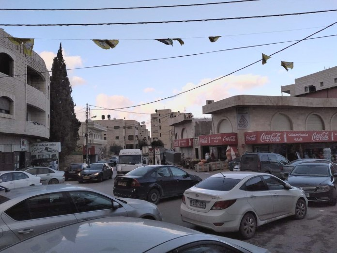 Im Zentrum von Abu Dis. Foto Paula Slier.