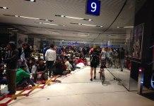 Immagine simbolo. Rifugiati alla stazione centrale di Salisburgo il 17 settembre 2015. Foto PAnd0rA, CC BY-SA 4.0, https://commons.wikimedia.org/w/index.php?curid=60070876