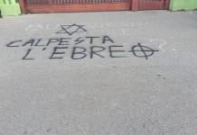 """""""Zertrete den Juden"""", antisemitische Schrift an der Pomezia-Hochschule bei Rom im Februar 2020. Foto Osservatorio antisemitismo della Fondazione CDEC"""