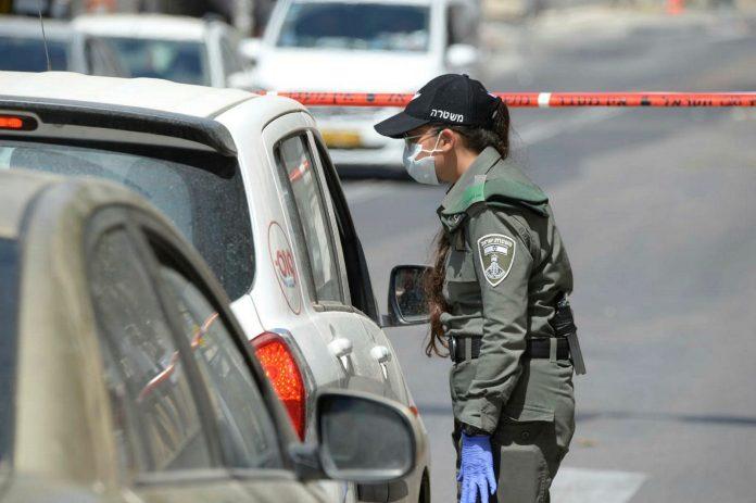 Kontrolle von Autofahrern in Bnei Brak am 3. April 2020. Foto Kobi Richter/TPS
