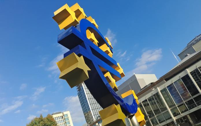 Euro. Foto Mauro Sbicego / Unsplash.com