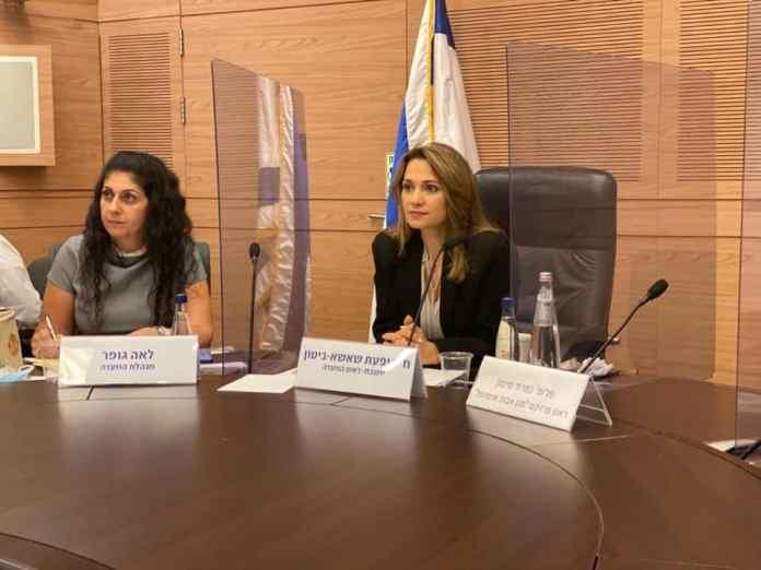 Die Vorsitzende des Knesset-Sonderausschusses für den neuartigen Coronavirus, Yifat Shasha-Biton (rechts), bei einer Sitzung am 29. Juni 2020. Foto Facebook