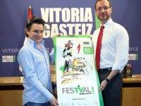 Joseba Fiestras, director de FesTVal, y Josep Maroto, alcalde de Vitoria