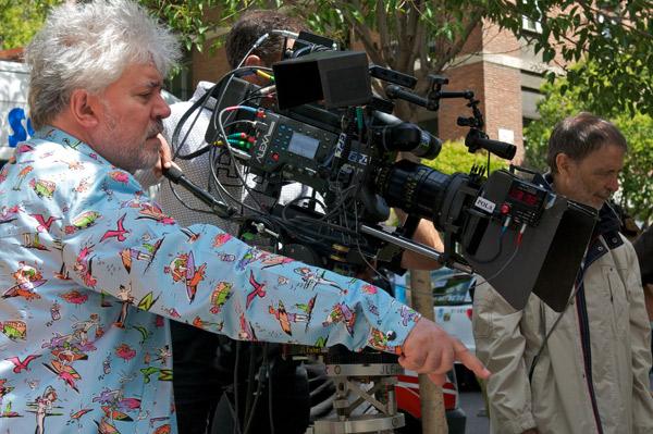 Pedro Almodóvar, durante el rodaje de 'Los amantes pasajeros'