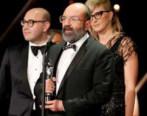 Paco Delgado, con el premio al mejor vestuario