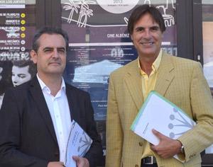 El director del Festival de Málaga, Juan Antonio Vigar, junto al concejal de Cultura de la ciudad, Damián Caneda.