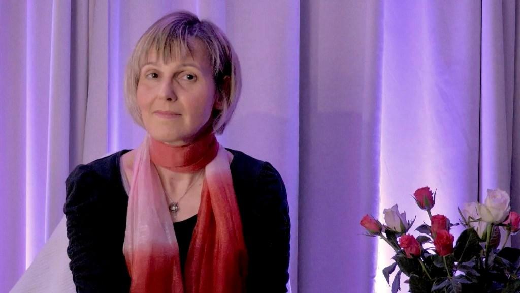 Barbara Nobis bei der ersten öffentlichen Präsentation ihres Buches UMGEKREMPELT im März 2021
