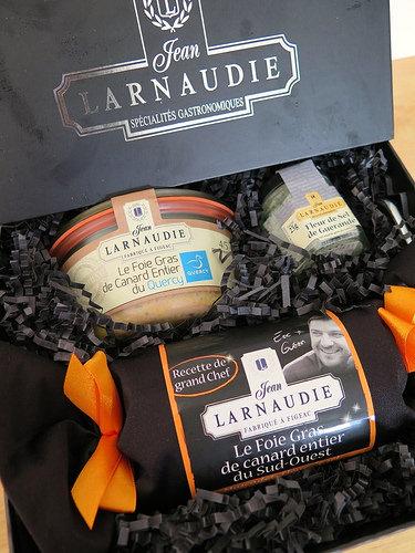 un coffret de foie gras jean larnaudie