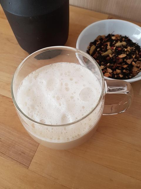 Chaï latte, une autre boisson d'hiver douce et épicée