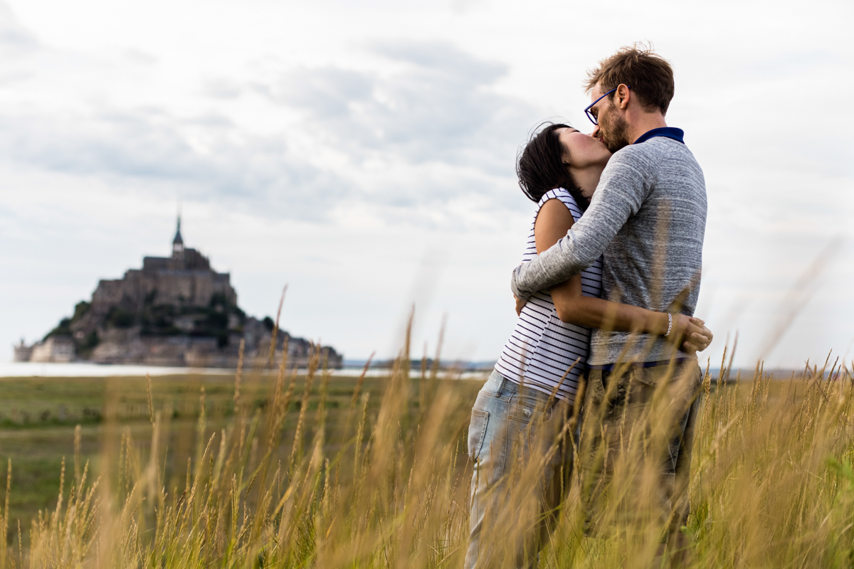 photo de couple au mont saint michel, audrey guyon, photographe emotions
