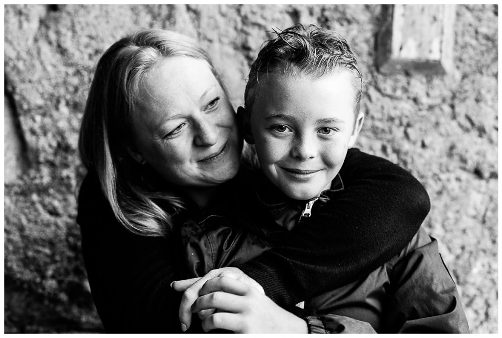 seance famille sous la pluie, photographe famille manche, photographe famille normandie, audrey guyon, photographe emotions, family photographer, photographe interprete, photos de famille, souvenir en famille, photographe lifestyle