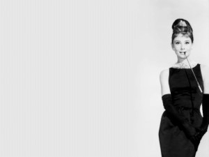 audrey-hepburn-breakfast-at-tiffanys-wallpaper-