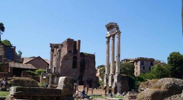 alte Säulen im Forum Romanum