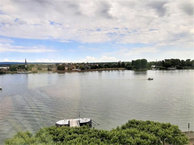 Blick auf den Rhein vom Hilton