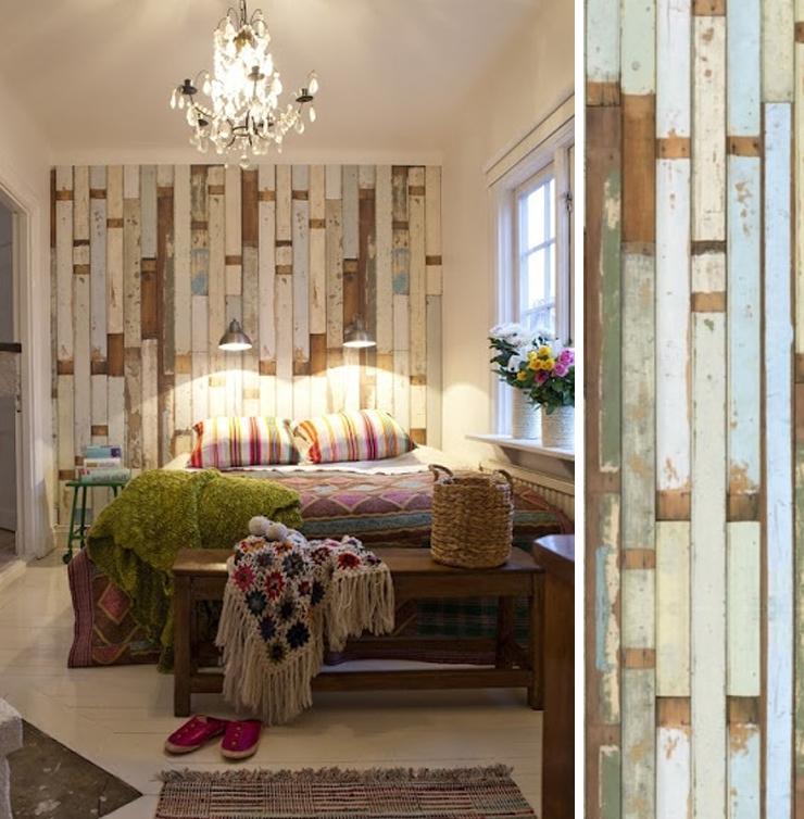 une tete de lit avec du papier peint