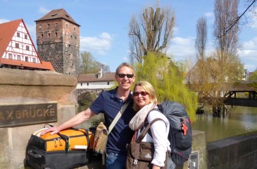 Elke Zapf und Wolfgang Eckart in Nürnberg, kurz vor ihrer Weltreise