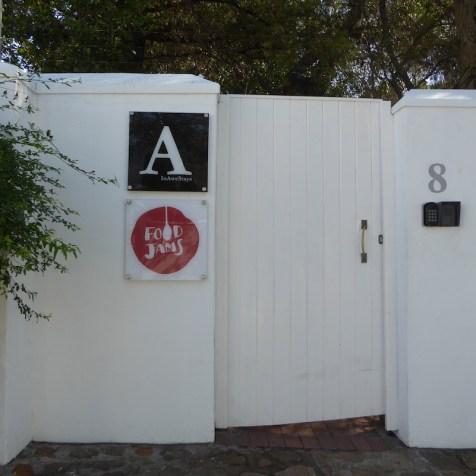 Suedafrika-Kapstadt-InAwestays-Eingang