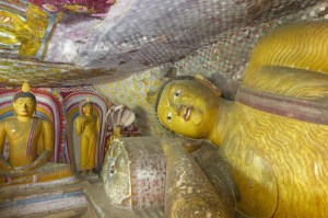 SriLanka RockTemple Buddhas | aufmerksam reisen