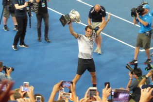 AUSopen-Federer-Pokal-Kamera