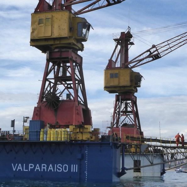 Chile-Valparaiso-Hafenrundfahrt-Kran