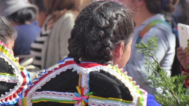 Peru-Cusco-feiert-Maedchen-Zopf