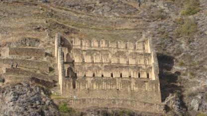 Peru-SacredValley-Ollantaytambo-Vorrat-nah