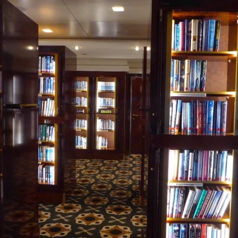 Weltreise-QueenMary2-Bibliothek