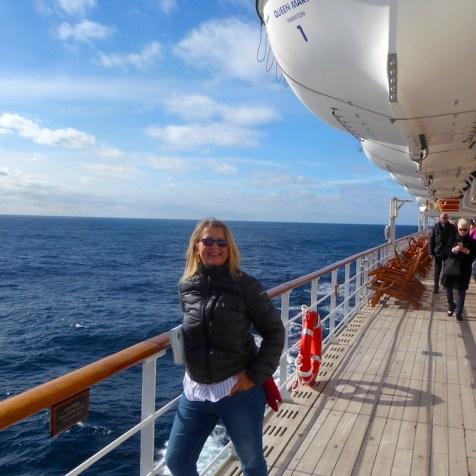 Weltreise-QueenMary2-Reling-ElkeZapf