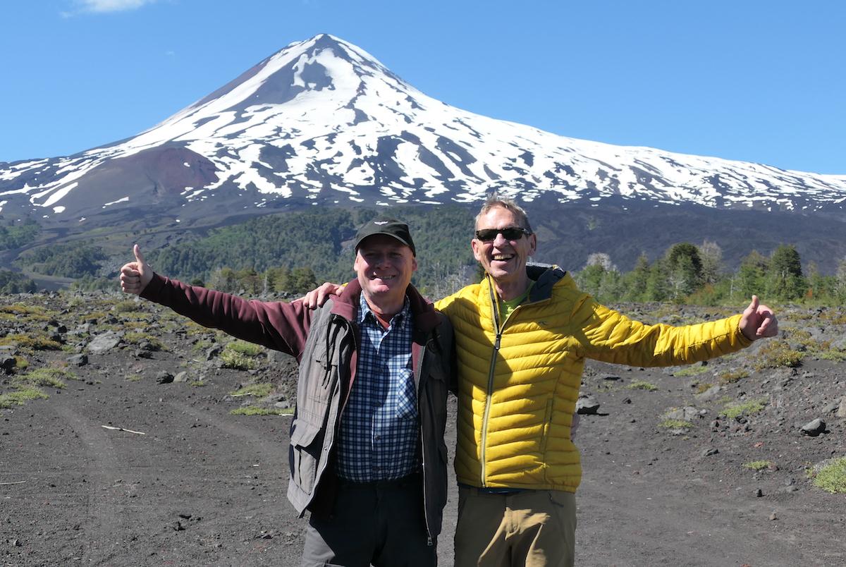 Hans und Wolfgang vor dem Vulkan Llaima