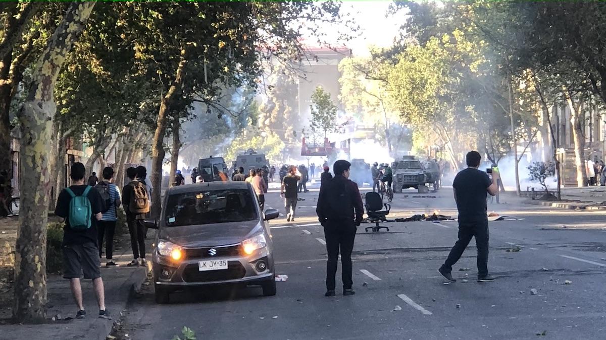 Straßenszene Proteste in Santiago de Chile