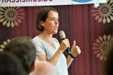 Christine Buchholz stellt den Entwurf der Abschlusserklärung der Aktivenkonferenz vor